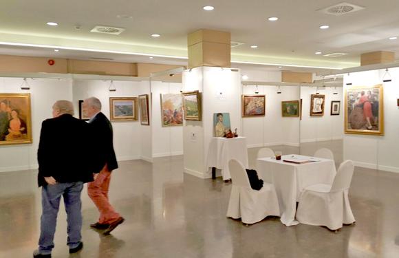Vista general de la exposición de pintura española del siglo XX organizada por Lorenart En Vitoria Gasteiz